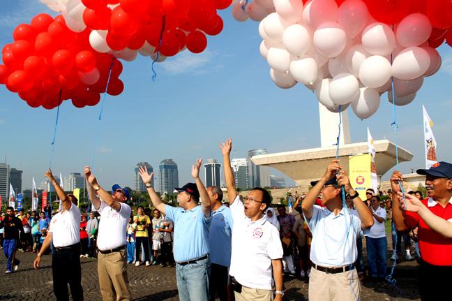Pelepasan ratusan balon merah putih sebagai penutup acara 4000 Salam Asean