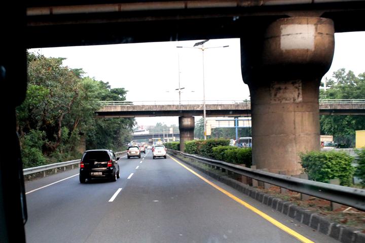 Melewati Cawang Interchange