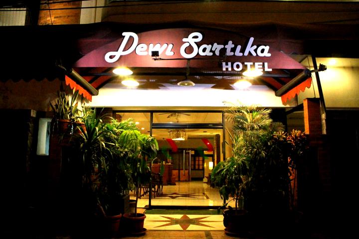 Disuruh carikan mushalla buat nginap, yang di kasih malah hotel Dewi Sartika, Alhamdulillah