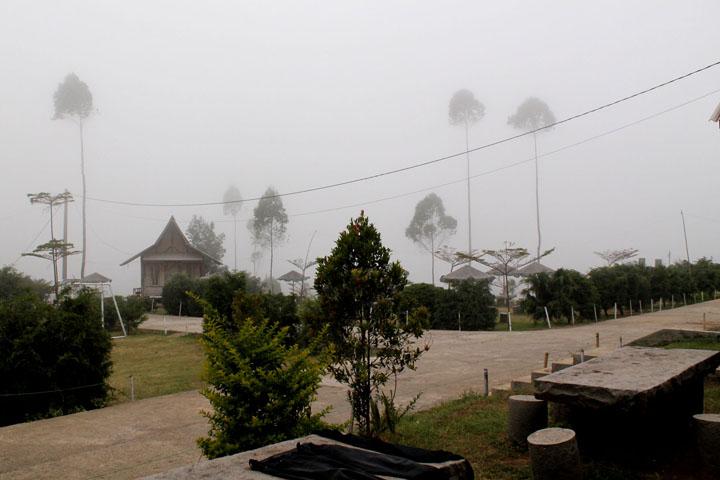Kabut sore di Bukit Cileunca