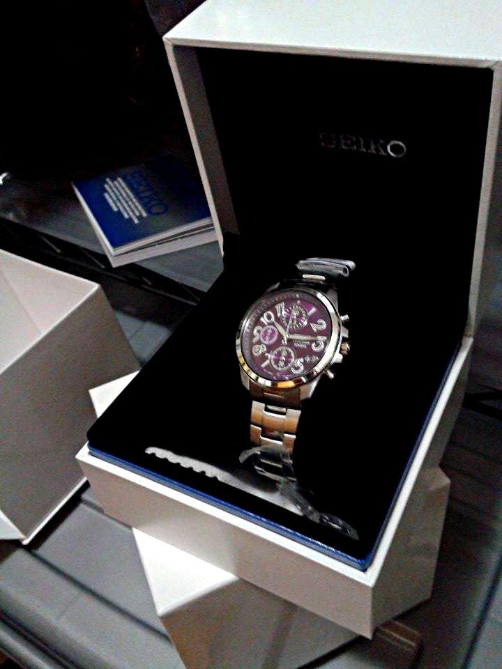 Jam tangan hadiah dari majikan Suprapti yang harganya lebih dari satu juta