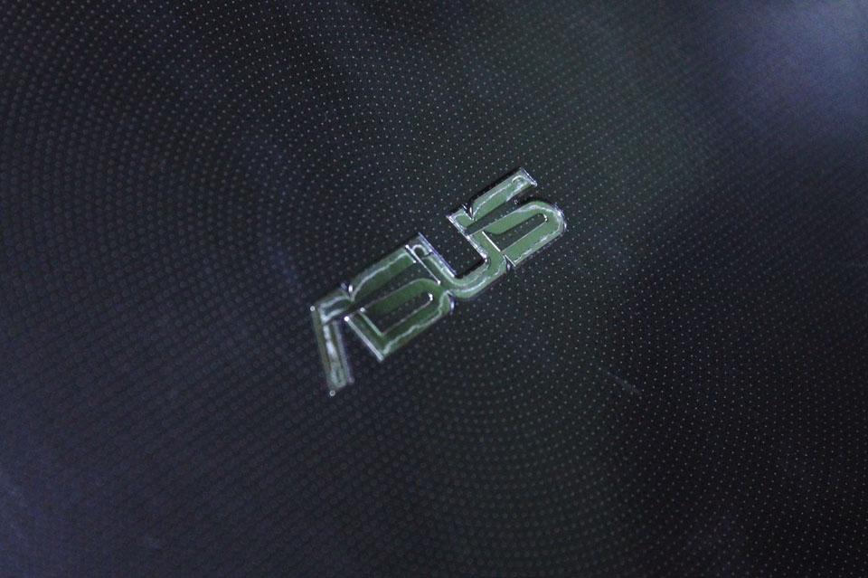 ASUS dengan logonya yang khas