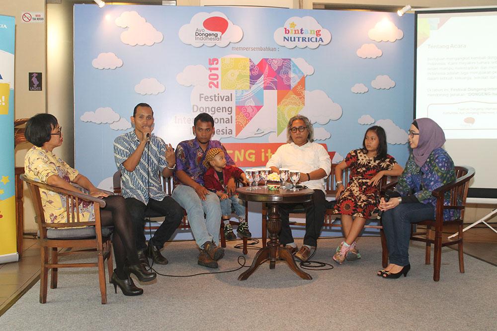Ariyo Zidni, ketua panitia Festival Dongeng Internasional Indonesia 2015 saat jumpa pers di Bebek Bengil Menteng, Jakarta Pusat. Putri Realita dari Nutricia.