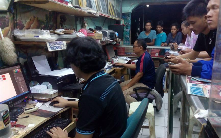 Suasana di sebuah studio foto di Petamburan, Jakarta Barat.